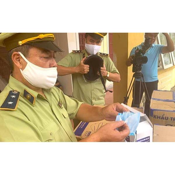 Bắt giữ xe tải chở hàng trăm nghìn khẩu trang y tế lậu từ Nam ra Bắc
